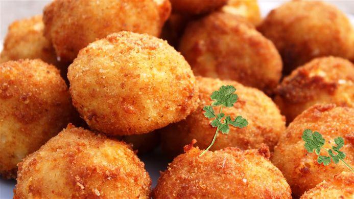 Surinaams eten – Antilliaanse Kaasballetjes, bloem en paneermeel vervangen door glutenvrij  bloem en paneermeel