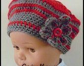 bonnet - berêt crocheté main rouge, gris et sa fleur : Mode Bébé par mamountricote
