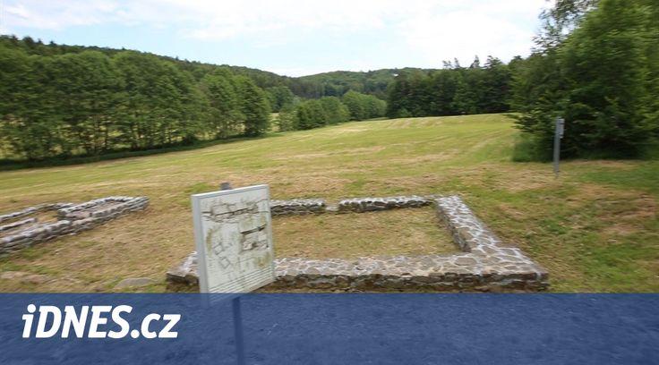 Vede tam cyklotrasa i turistická stezka, často ale o zaniklé osadě Bystřec nedaleko Jedovnic turisté nevědí. Narazí až náhodně na ceduli, která ji připomíná. Osada přitom patřila ve středověku k největším široko daleko.
