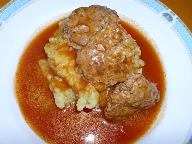 chiftele, sos rosu