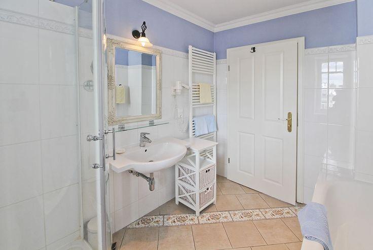 Bad mit Wanne, 3-Raum-Ferienappartement in der Bädervilla