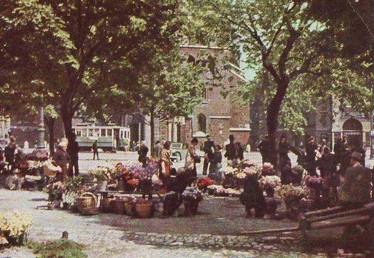 Na zdjęciu krakowskie kwiaciarki, Rynek Główny 1940 rok.