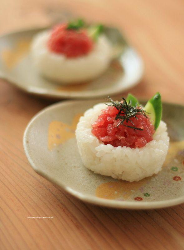 酢飯でうつわをつくり、お寿司にしました。この『酢飯でうつわ』というのは、以前も一...