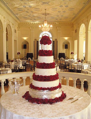 christmas poinsettia wedding | christmas wedding cake tiered.jpg