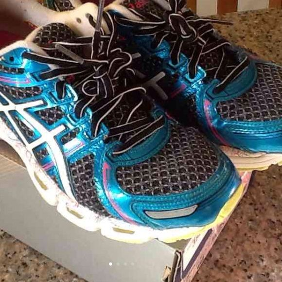 Asics kayano 19 running shoes 7.5 Excellent condition Asics kayano 19 women's running shoes size 7.5 no running miles on these shoes only indoor gym comes with box asics Shoes Athletic Shoes