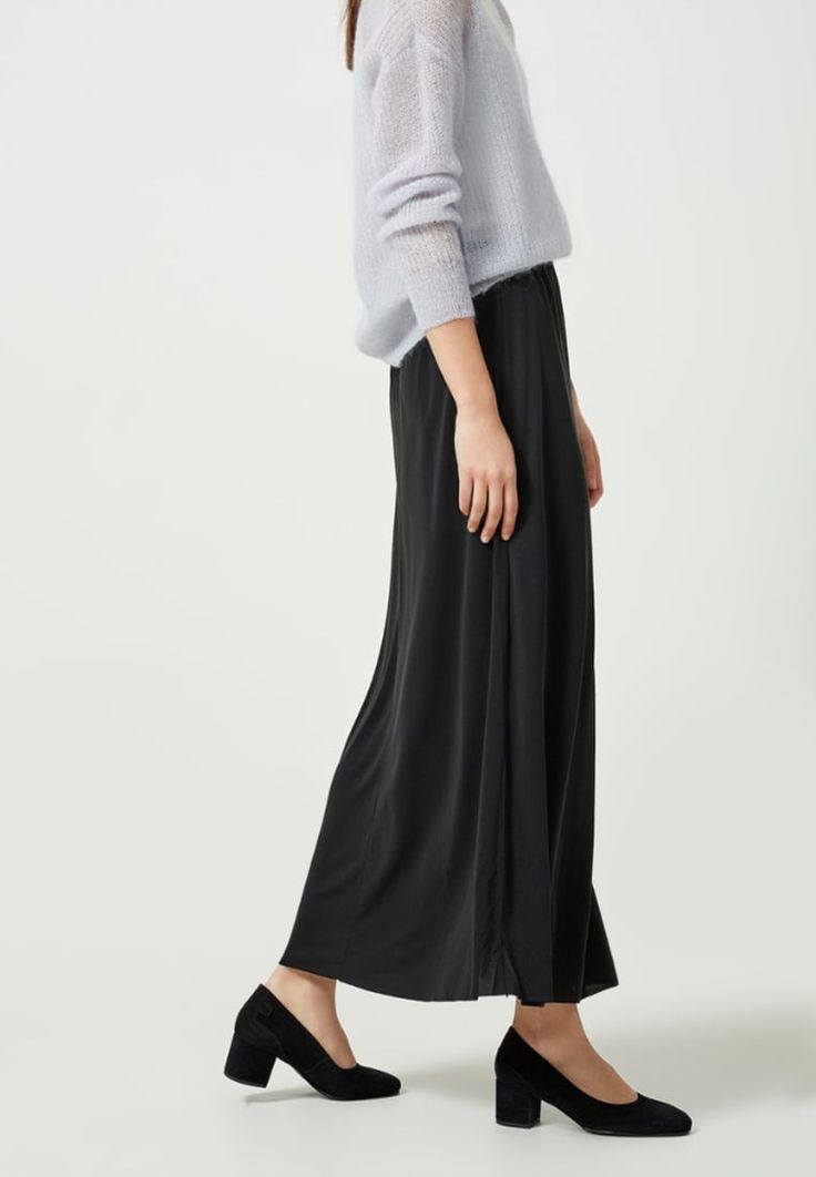 bestil Selected Femme Maxinederdele - black til kr 399,95 (19-03-17). Køb hos Zalando og få gratis levering.