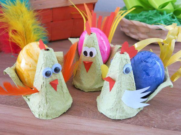 Wir vom ideas4parents-Team basteln heute dekorative Osterhühner aus Eierkarton. Nicht nur hübsch anzusehen, sondern auch praktisch als Eierhalter.