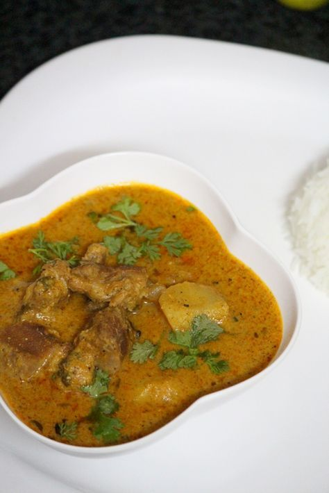 Mutton korma recipe is a shahi recipe made with mutton and nutty paste and is full of rich and creamy ingredients. This mutton korma goes well pulao recipes