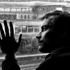 Perdita dell'Autostima e Depressione possono bloccare la vita  Perdita dell'autostima e depressione sono in strettissimo collegamento.  La depressione è uno dei disturbi psicologici più frequenti e conosciuti .  La perdita dell'autostima induce depressione e influisce molto sulla vita di una persona, limitandone le relazioni sociali e l'espressione delle proprie potenzialità.