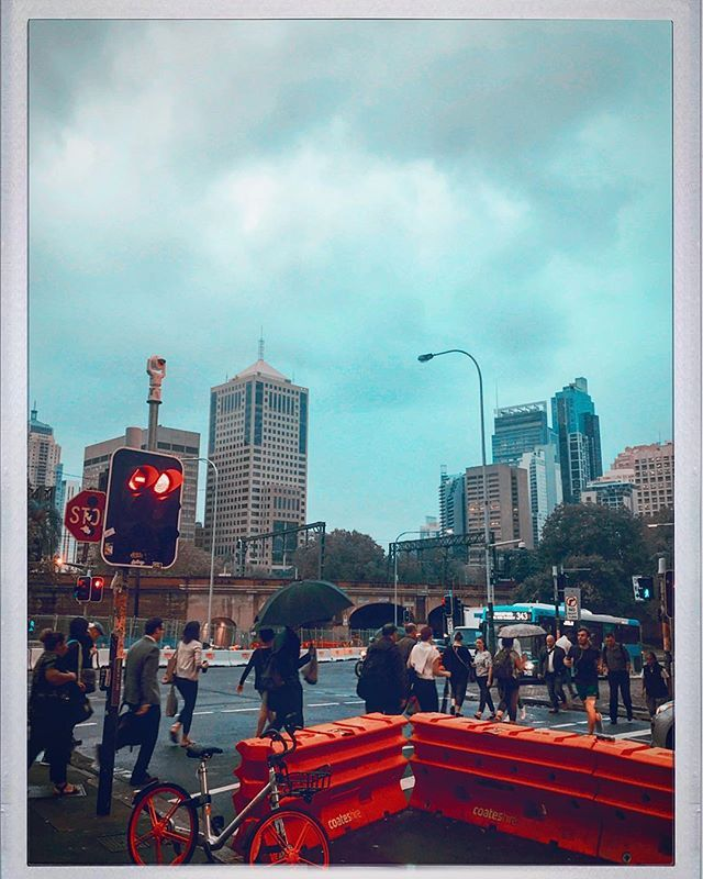 Sydney this morning @visitnsw @sydney #sydney #surryhills #goodmorning #peakhour #clovarcreative #city #urban #society #rush #people #hipstamatic #retro #vintage #skyline