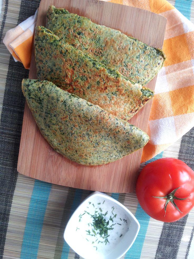 Omlety ze szpinakiem i pomidorami.