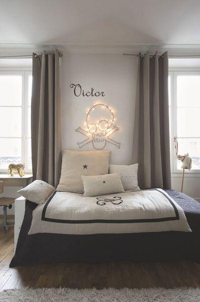 La chambre sobre d'un l'hôtel particulier en région parisienne. Plus de photos sur Côté Maison http://petitlien.fr/7viz