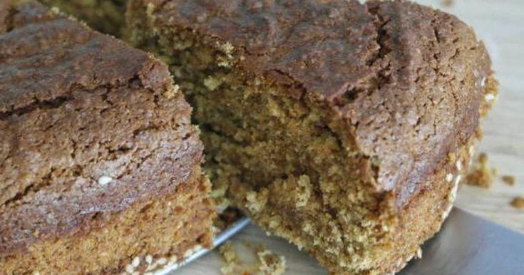 Εξαιρετική συνταγή για Κέικ με ταχίνι και πορτοκάλι. Αυτό το κέικ με το έντονο άρωμα πορτοκαλιού και την μαστιχωτή υφή του ταχινιού ετοιμάζεται αποκλειστικά με νηστίσιμα και υγιεινά υλικά. Λίγα μυστικά ακόμα Στο τέλος το κέικ χάρη στο ταχίνι θα είναι τραγανό εξωτερικά (με το πασπαλισμένο σουσάμι να ενισχύει την τραγανή αίσθηση) ενώ εσωτερικά θα είναι νοτισμένο και θα έχει αυτήν την ελαφρώς μαστιχωτή υφή. Πιο καλά δεν γίνεται...Η συνταγή είναι από το μπλογκ μου Dailycious.gr
