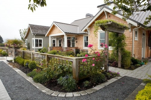 darling cottage - so inviting: Idea, Association Landscape, Yard Fence, Frontyard, Landscape Architects, Landscape Design, Traditional Landscape, Front Yard Design, Fence Design