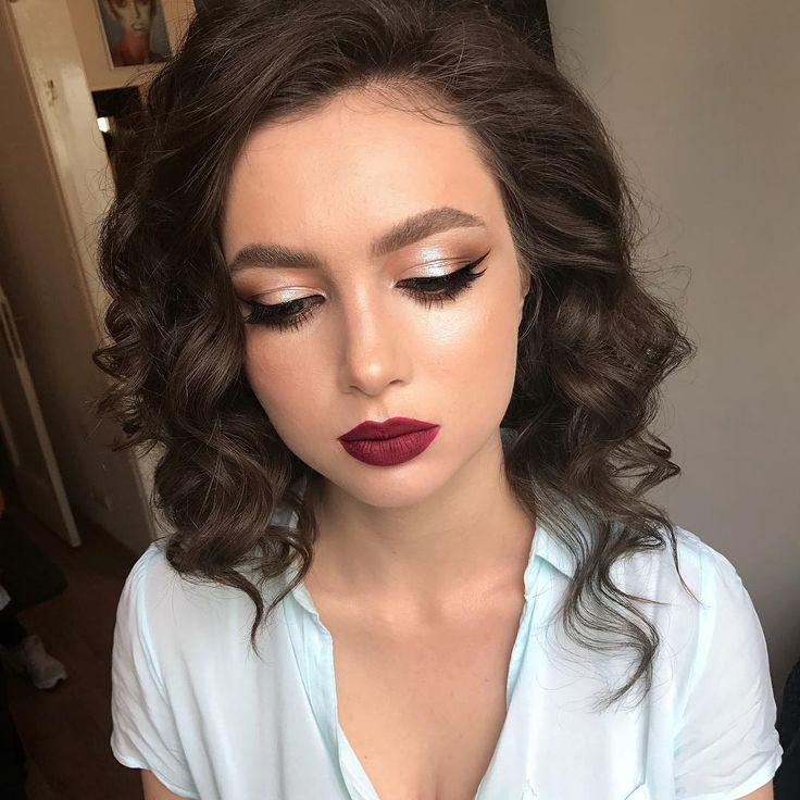 "2,626 Likes, 21 Comments - Maria Lihacheva ApropoMakeup (@apropomakeup) on Instagram: ""макияж для моей @adrianadaniela65 для ее бала ❣️, мой базовый курс, разбираем гелевые текстуры ,…"""
