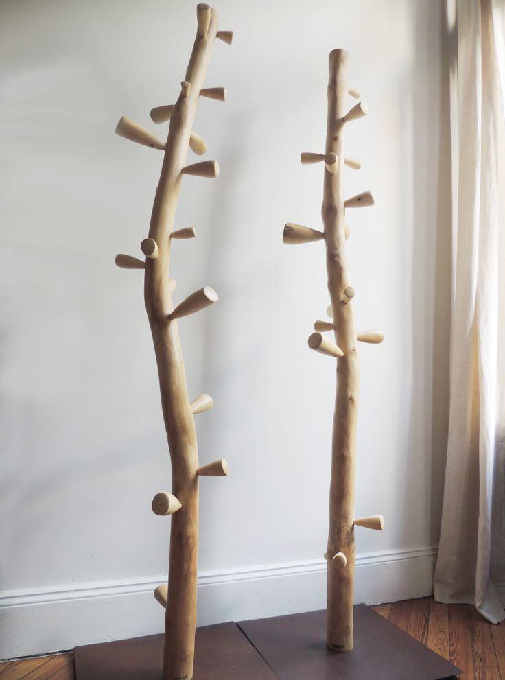 Percheros de madera Her, disponibles en negro y natural. #solsken www.solsken.com.ar
