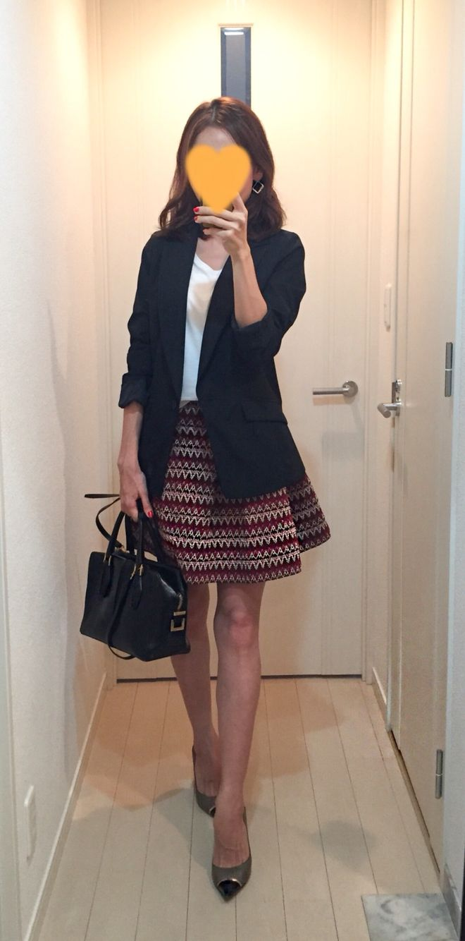 Black jacket: Kiwasylphy, White tee: Land's end, Skirt: H&M, Bag: Tod's, Pumps: Jimmy choo