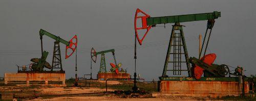 ¿Cuánto petróleo hace falta para extraer un barril de petróleo?