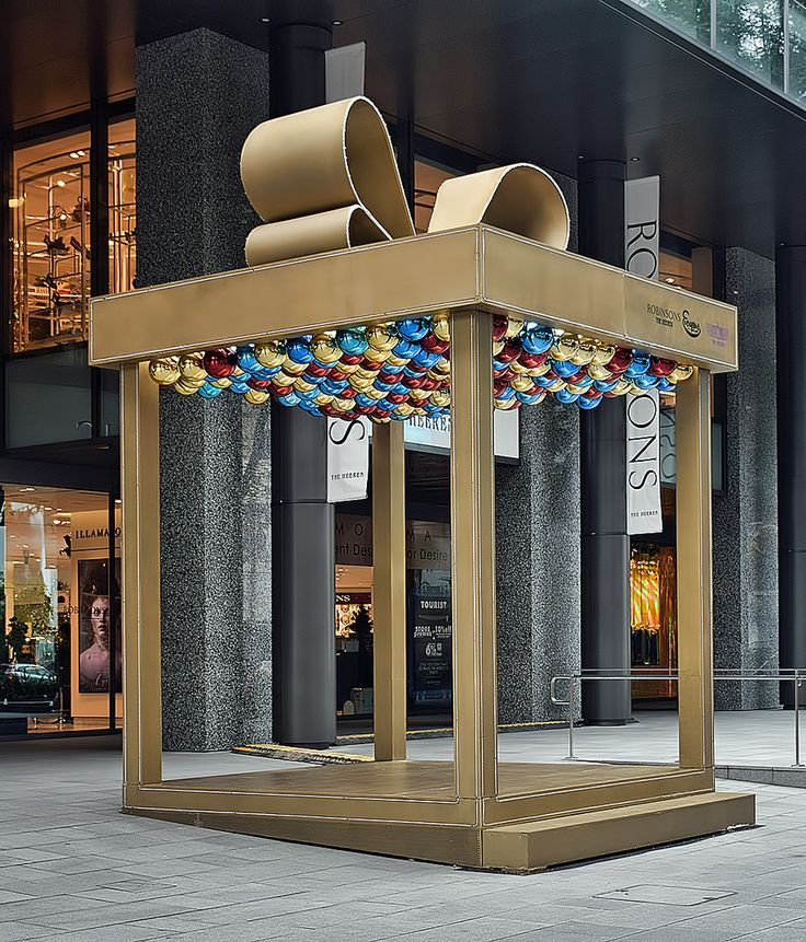 "This giant gift box can be seen outside Robinson Heeren on Orchard Road. Read more about Christmas gift ideas by clicking on ""Visit Site"" button on top."