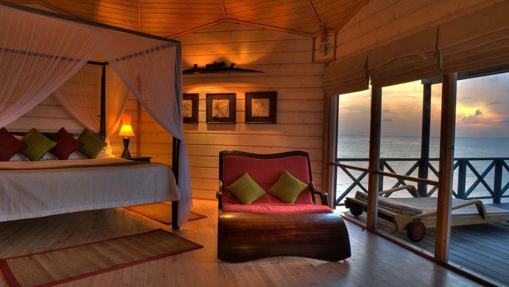 Room interior at Komandoo Island Resort --->>. www.voyagewave.com