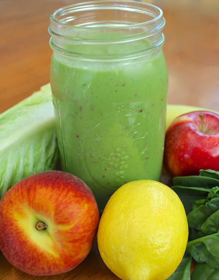 The Lean Green Machine | A tasty Spinach Smoothie that is low calorie, with greek yogurt and coconut water for protein, nutrients, and that gives you flawless skin!