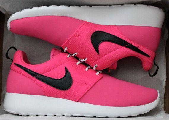 Girls#39; / Women#39;s Pink Nike Roshe Run