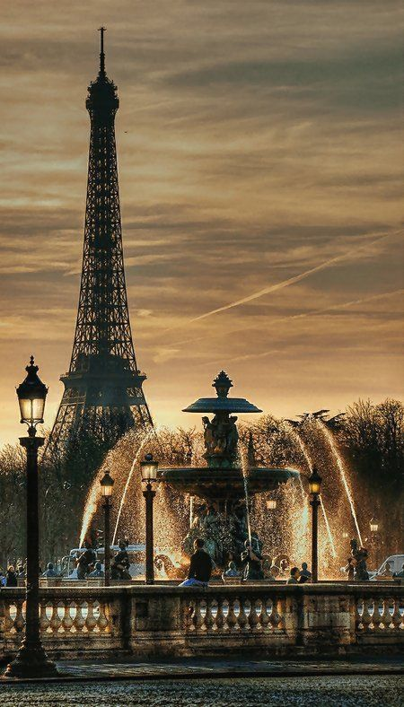 Place de la Concorde fountain with the Effel tower, Paris (by Yvon Lacaille on Flickr)
