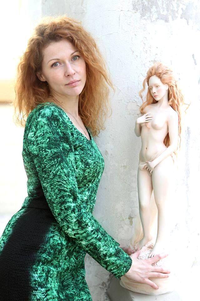 Интервью с Ольгой Венжегой - http://arthandmade.net/articlesitem?id=64 Посмотрите портфолио Ольги Венжеги - http://arthandmade.net/masterportfolioelements?id=49 Посмотрите все куклы ручной работы - http://arthandmade.net/catalog