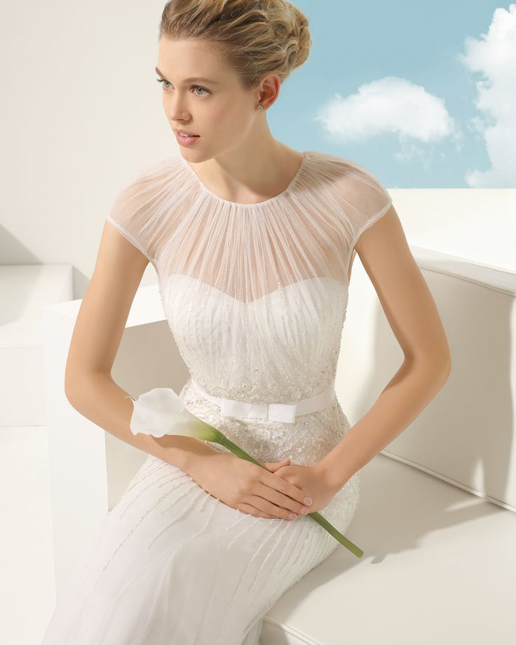Beaded silk tulle bridal gown. Rosa Clará Soft 2016 Collection