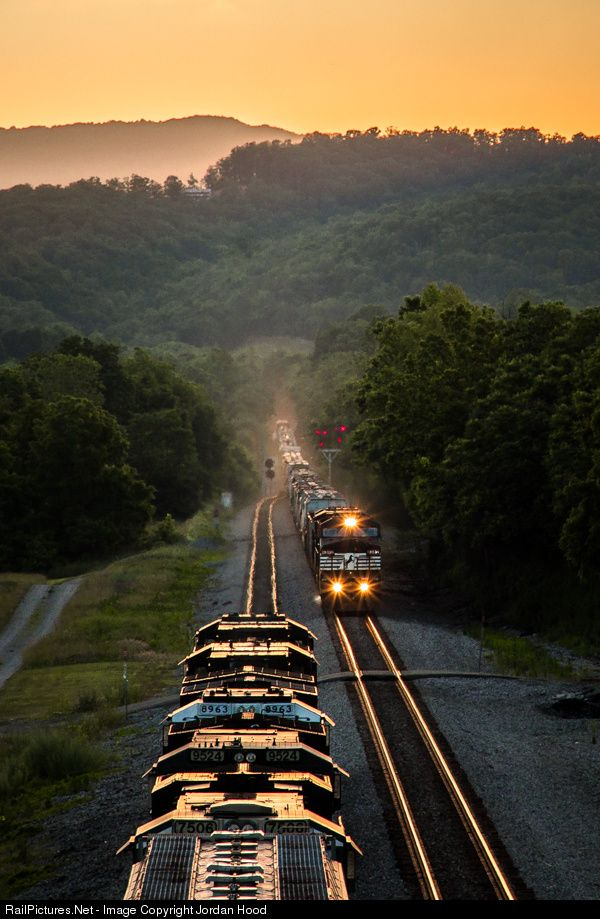 RailPictures.Net Photo: NS 8382 Norfolk Southern GE C40-8W (Dash 8-40CW) at Kumis, Virginia by Jordan Hood