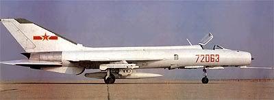 v     J-8A: (también conocido como J-8I) Variante mejorada para todo tiempo con un primitivo radar de control de tiro SR-4 en el cuerpo central de la toma de aire en el morro.