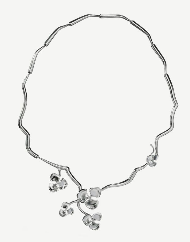 Lumoava Kukinto Necklace by Eelis Aleksi