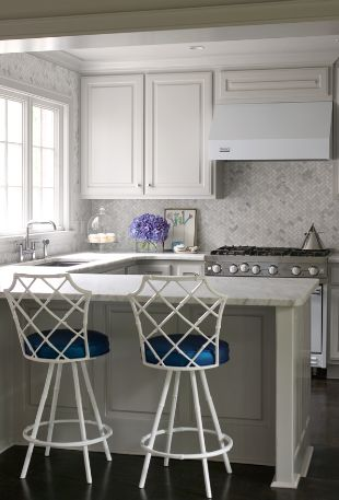bear hill interiors2, from La Dolce Vita blog, like the addition of blue to this white kitchen