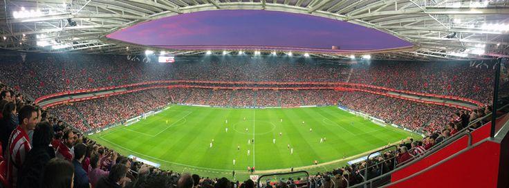 66/365 Athletic Sábado 7 de Marzo, después de un día de compras por Bilbao, nada mejor que acercarse al nuevo San Mamés a ver el partidazo entre Athletic club y Real Madrid. Lástima de resultado. Yo siempre voy con la Real Sociedad y el que juega contra el Athletic... y hoy me ha tocado ver ganar al Athletic.