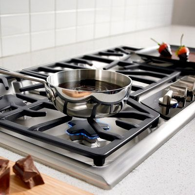 Masterfully perfect even the most intricate recipes with Thermador cooktops. Patented Star Burners offer even heating, while the exclusive ExtraLow feature keeps food simmering at the lowest temperature available.