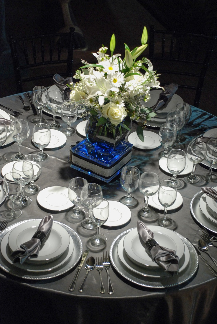 Silver And Ivory Round Table Tablescapes Amp Settings