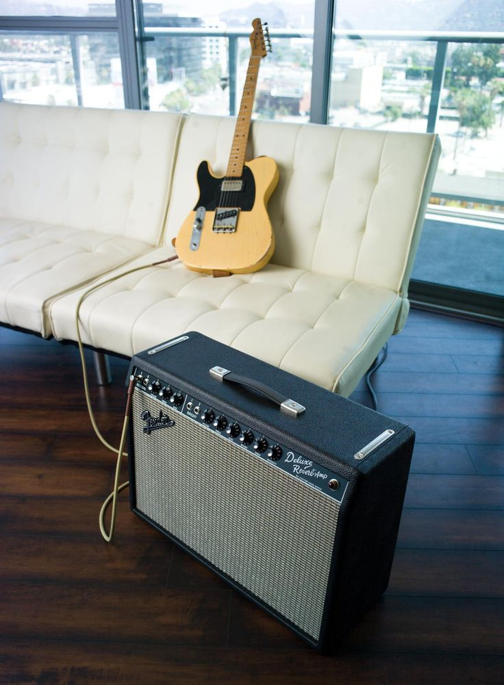The '64 Custom Deluxe Reverb amp features modified all-tube, hand-wired AB763 circuitry for snappy, crystalline tone
