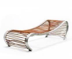 Autor: Fernando Poggio. Imagen registrada por transformación. A través de la relación del soporte madera y metal  y el conformante banco.