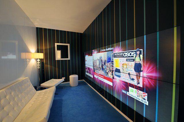 Стена в роли телевизора (3 фото)