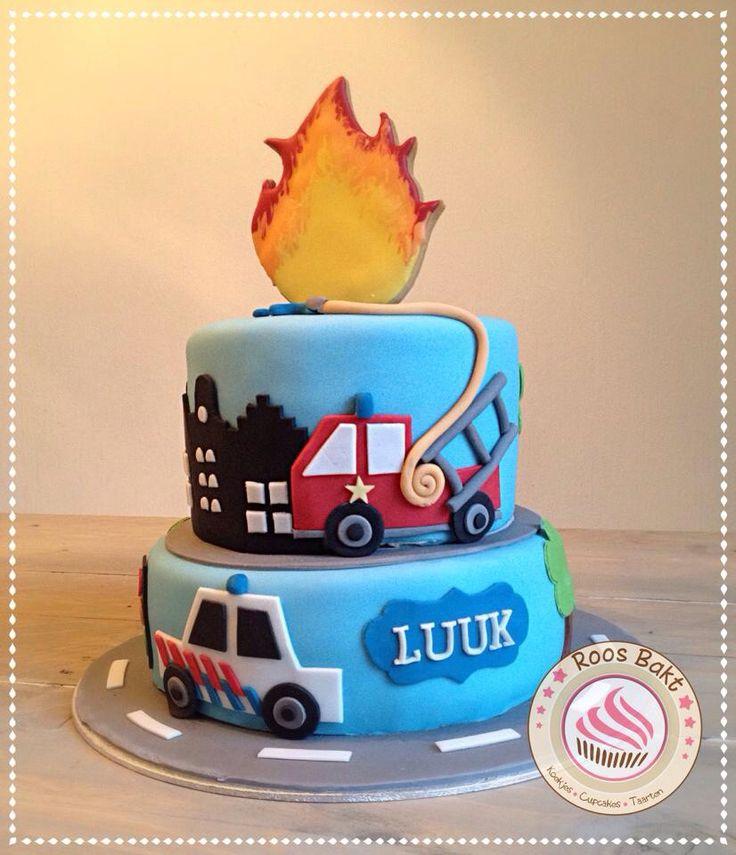 Police and firetruck cake with flame cookie on top. Politie en brandweerwagen taart met een vlammen koek bovenop.