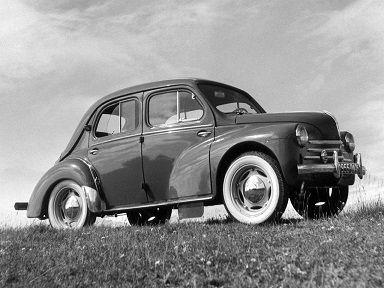 Renault 4CV (1954 – 1961).