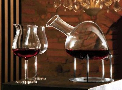 Decanter di rara bellezza dei maestri vetrai dell'Industria Vetraria Valdarnese- IVV      http://www.stilcasa.org/casalinghi/wine-and-more/decanter/decanter-la-sposa.html