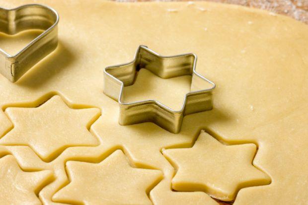 quark-kekse, low carb  Zutaten  250 g Magerquark 2 kleine Eier 1 EL Flüssigsüßstoff 1 Pck. Vanillezucker 6 EL Rapsöl 5 EL Milch Abrieb von 1/2 Bio-Zitrone  300 g Mandelmehl 1 Pck. Backpulver 1 TL Margarine