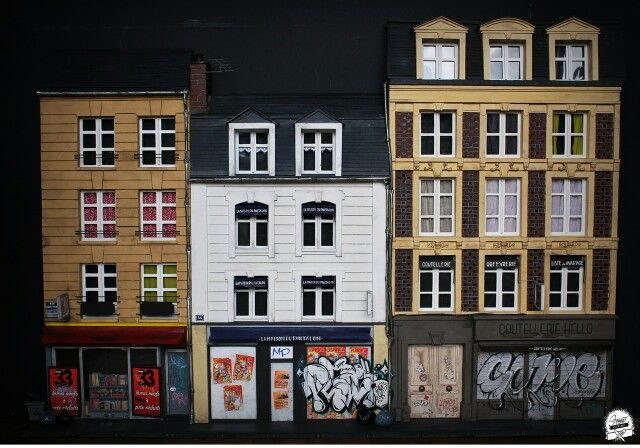 "Street vitrine  ... #masterpieces ☝... "" rue saint pierre "" caen  Maquette by COME MP Lettrage by Plack MP & Come MP  format H71x L104 Cm  #streetvitrine #benjaminaffagard #comemp #maniacpainterz #maquette #miniature #diorama #modelism #carton #cardboard #rue #ville #caen  #normandie #france #architecture #street #streetart #streetartproject #graffiti #graff #tag #trowups #storefront #storefronts #streetvitrineproject #urbanart #papersculpture"