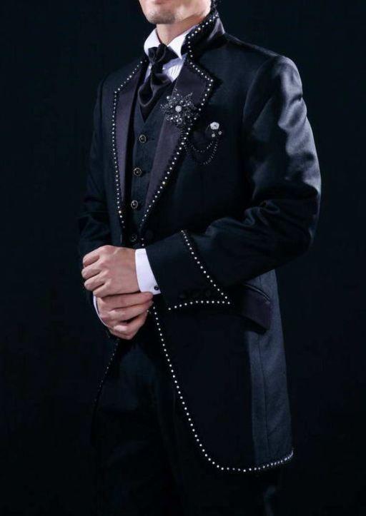 Model jas pengantin pria pernikahan modern yang keren warna hitam aksen payet hanya di http://pulaubatik.com