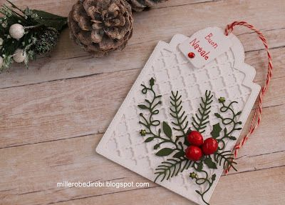 "Robe di Robi: Tag natalizia con ""Memory Box Poppy Stamp Mainstreet Tag"""