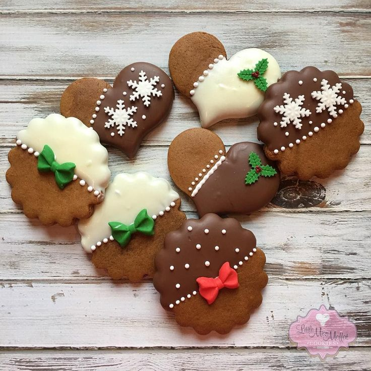 "103 Likes, 9 Comments - Laura Moffat (@littlemissmoffatcookies) on Instagram: ""Mmmm...chocolate covered gingerbread . #littlemissmoffatcookies #gingerbread #christmascookies"""