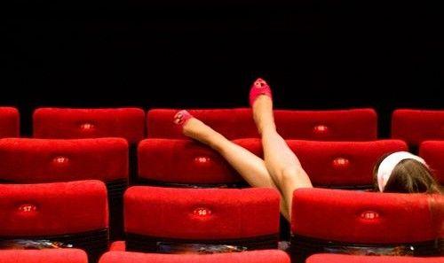 SERATE AL CINEMA. Con le amiche, con lui o sola?   Carla Gozzi - Blog   Fashion