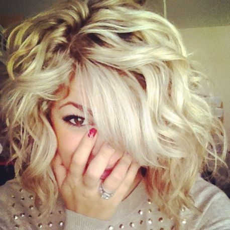 absolutely in love with her hair. Think I could get mine to look like it though if I cut it! EEeeekkk!