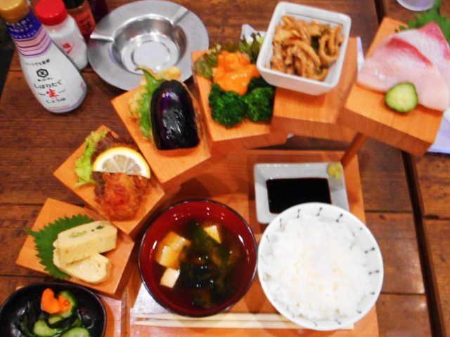 京都市 階段盛りランチ 居酒屋みなみ 画像あり 食べ物のアイデア 京都 カフェ ランチ ランチ